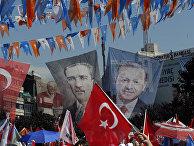 Плакаты с изображениями основателя Турецкой Республики Мустафы Кемаля Ататюрка и президента Турции Реджепа Тайипа Эрдогана
