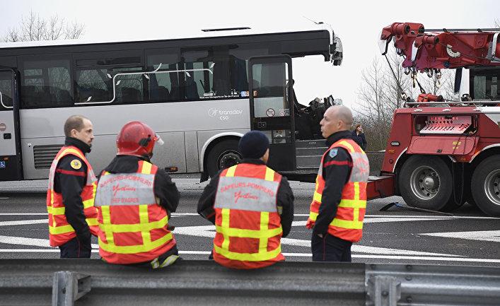 Автомобильная авария на автомагистрале A13 недалеко от Эпона, Франция