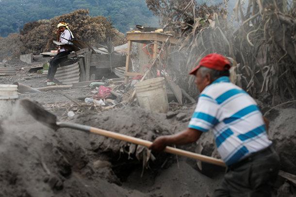 48-летняя Евфимия Гарсия, потерявшая 50 членов своей семьи во время извержения вулкана Фуэго