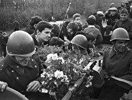 Советские войска, возвращающиеся из Чехословакии
