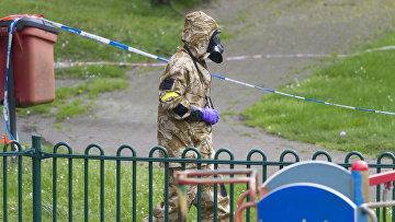 Очистка связанных с отравлением Сергея Скрипаля и его дочери мест в Солсбери