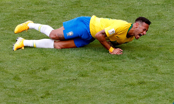 Бразильский футболист Неймар во время матча между Бразилией и Мексикой