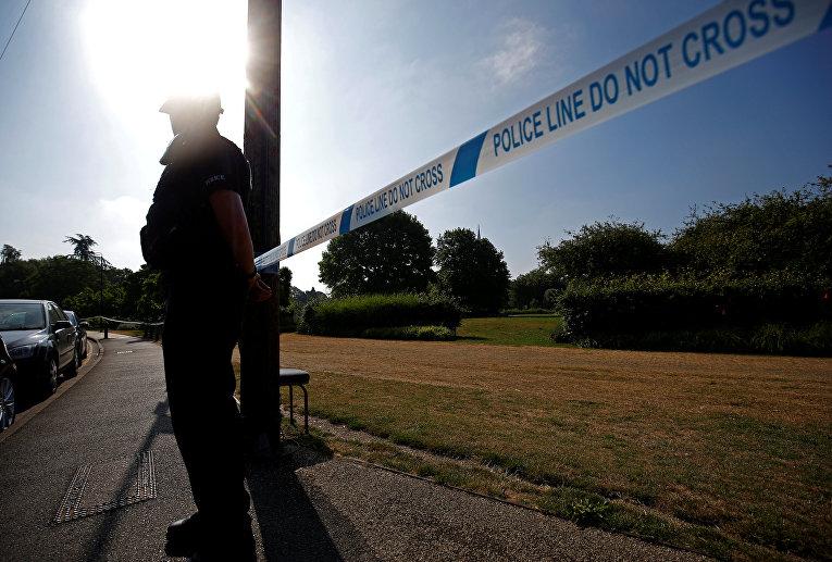 Полицейское оцепление на месте отравления двух людей в Солсбери
