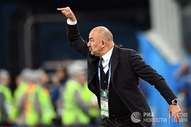 Главный тренер сборной России Станислав Черчесов в матче группового этапа чемпионата мира по футболу между сборными России и Египта.