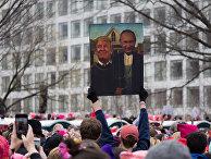 Плакат с Путиным и Трампом на женском марше в США