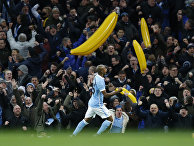 Игрок британского футбольного клуба «Манчестер Сити» празднует забитый гол, Манчестер, Англия