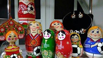Матрешки с футбольными мячами в Нижнем Новгороде в преддверии ЧМ. 11 мая 2018