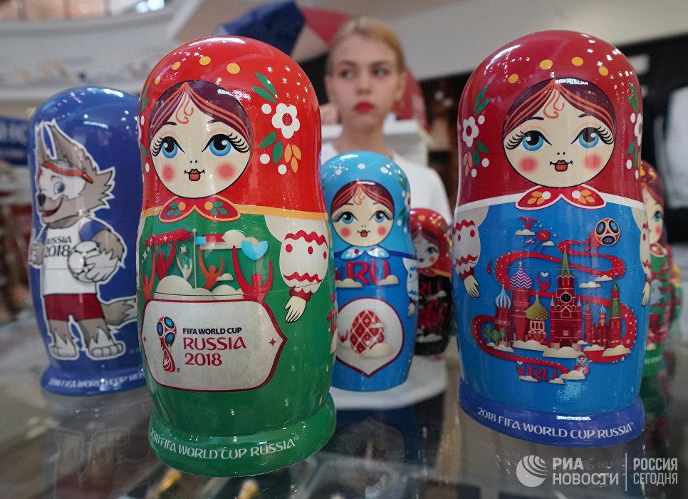 Матрешки в официальном магазине в Калининграде по продаже сувениров и атрибутики к ЧМ-2018 в России