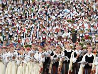 Певцы на Латвийском фестивале песни и танца в Риге
