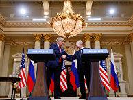 Дональд Трамп и Владимир Путин во время совместной пресс-конференции после встречи в Хельсинки