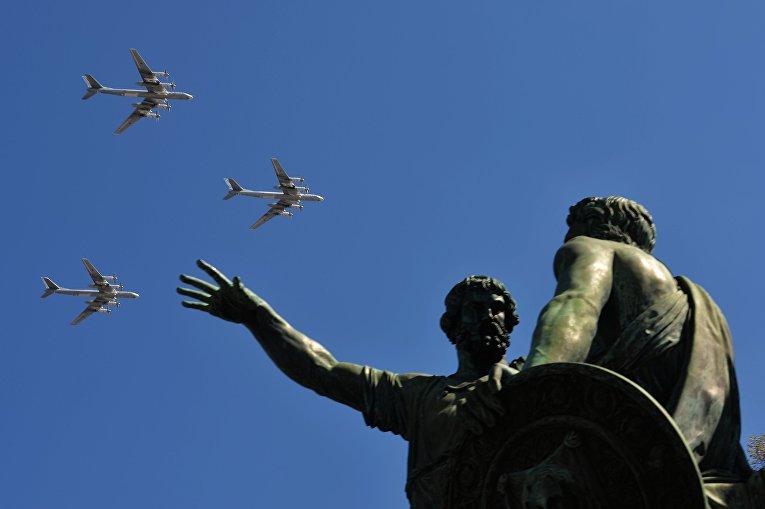 Стратегические бомбардировщики-ракетоносцы Ту-95 МС на генеральной репетиции военного парада в Москве, посвящённого 72-й годовщине Победы в Великой Отечественной войне 1941-1945 годов.
