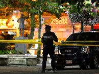 Полицейский на месте стрельбы в Торонто, Канада. 22 июля 2018
