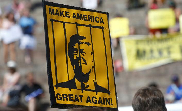 Акция протеста в преддверии встречи между президентом США Дональдом Трампом и президентом России Владимиром Путиным