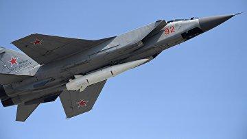 Многоцелевой истребитель МиГ-31 с гиперзвуковой ракетой «Кинжал»