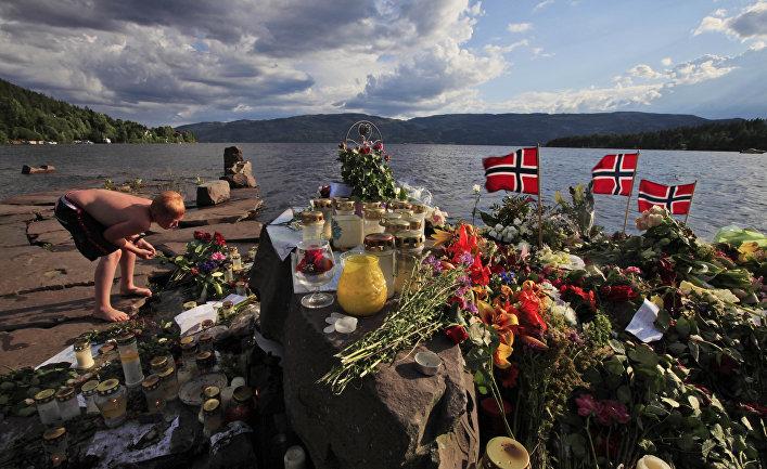 Мемориал в память о жертвах расстрела на острове Утёйя, Норвегия