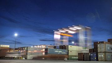 Морские контейнеры в порту саванне, штат Джорджия, США