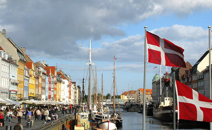 Датские флаги в Нюхавне, Копенгаген