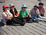 Туристы на Красной площади в Москве