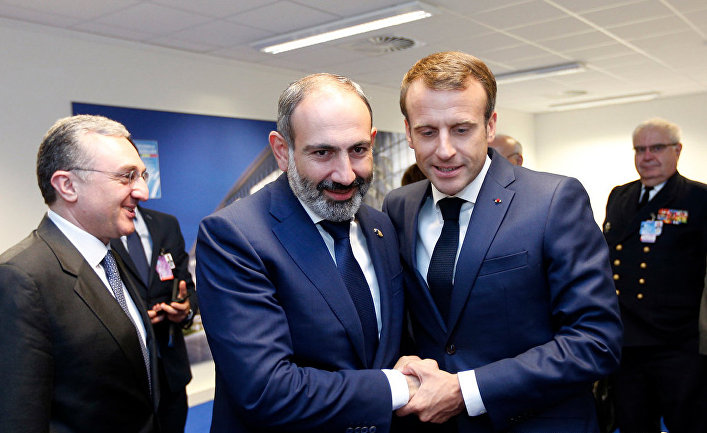 Никол Пашинян и Эммануэль Макрон на саммите НАТО в Брюсселе