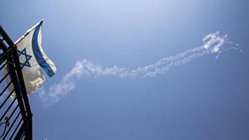 Конденсационные следы ракет Patriot на небе на севере Израиля. 24 июля 2018