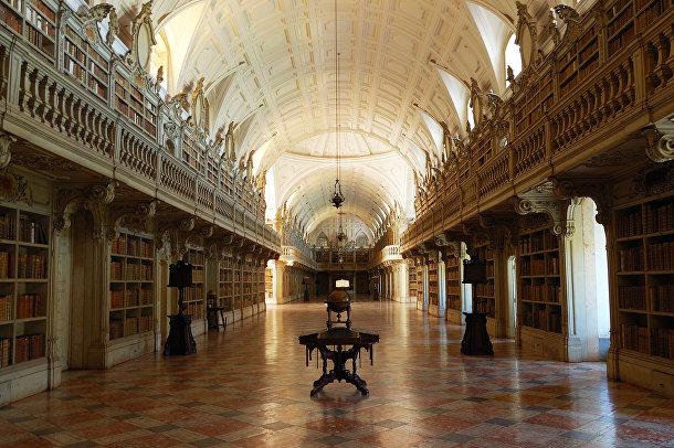 Библиотека Дворца Мафра в Португалии