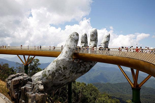«Золотой мост» возле города Дананг во Вьетнаме