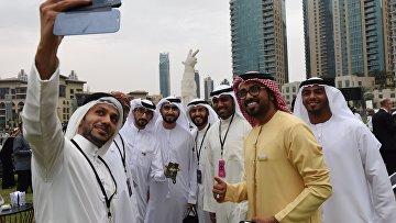 Почетные гости на выставке победителей международного конкурса фотографии HIPA.