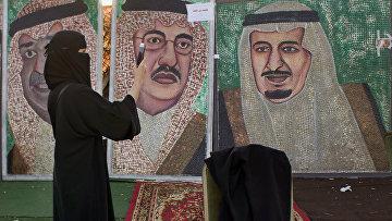 Картины, изображающие Саудовских правителей на весеннем фестивале в Джидде,