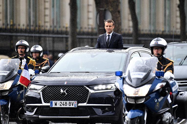 Президент Франции Эммануэль Макрон во время парада на Елисейских полях в Париже