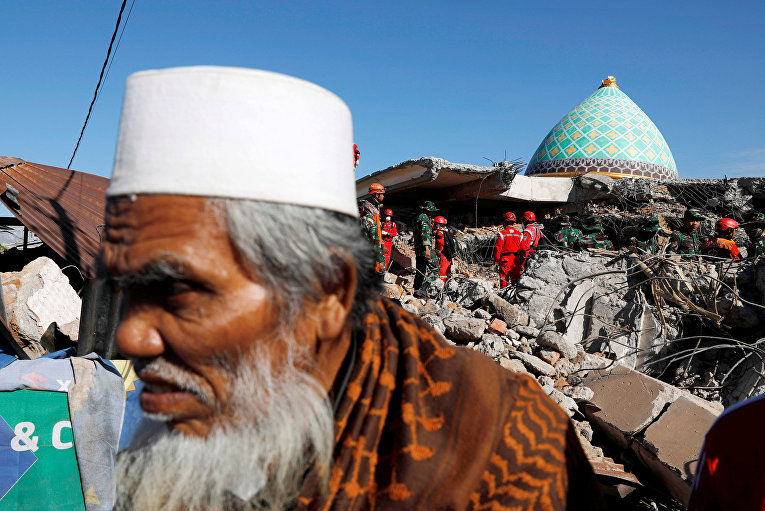 Последствия крупного землетрясения в Индонезии