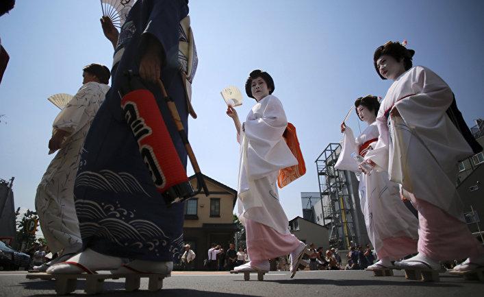 Парад в национальных одеждах в Токио, Япония