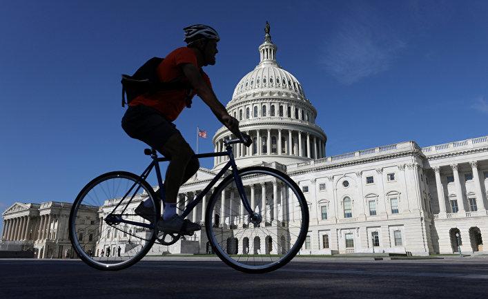 Вид на Капитолий в Вашингтоне (округ Колумбия).
