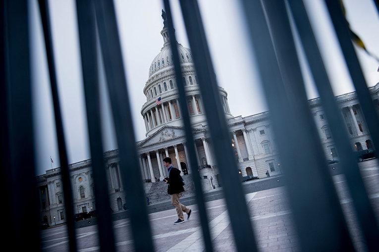 Вид на Капитолий в Вашингтоне (округ Колумбия)