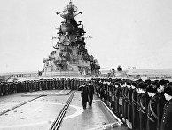 Моряки ракетного крейсера «Киров» на утреннем построении