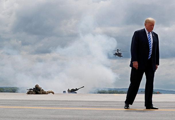 Президент США Дональд Трамп на военной базе Форт-Драм в штате Нью-Йорк