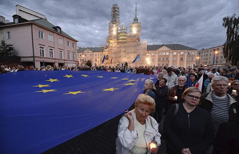 Акция протеста против изменения судебной системы в Варшаве
