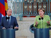 Президент России Владимир Путин и канцлер Германии Ангела Меркель во время совместной пресс-конференции. 18 августа 2018