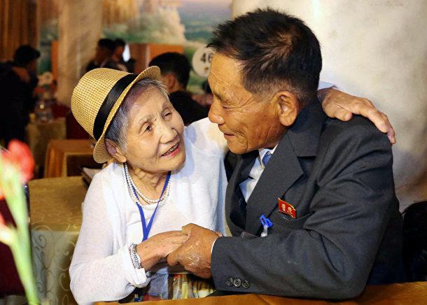 Встреча родственников из Северной и Южной Кореи