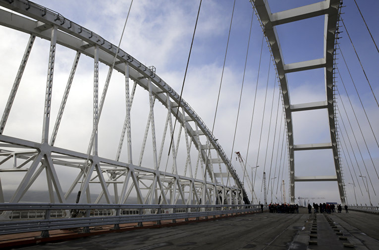 Арка Крымского моста через Керченский пролив