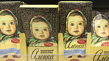 Шоколад «Аленка» на прилавке магазина