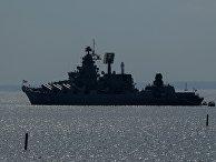 """Ракетный крейсер """"Маршал Устинов"""" на репетиции парада в честь Дня Военно-морского флота в Кронштадте. 20 июля 2018"""