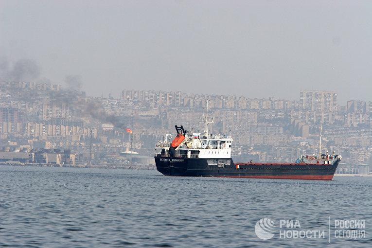 Танкер перед выходом в Каспийское море