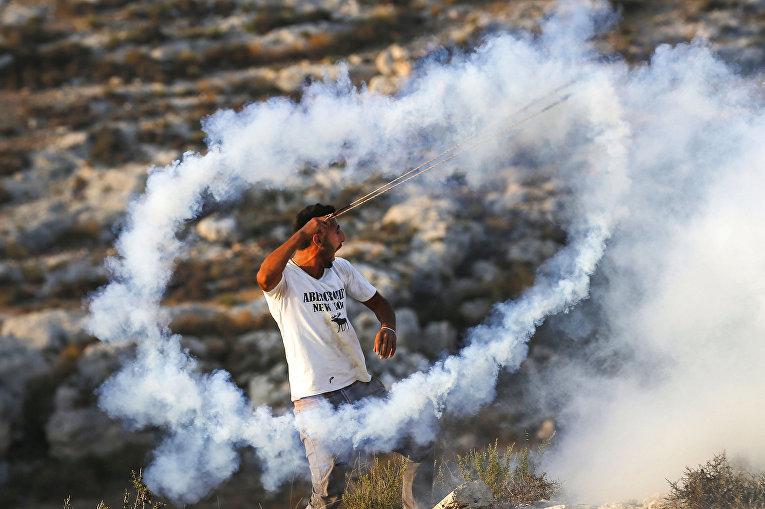 Столкновения палестинцев с силами израильской безопасности в деревне Рас-Каркар