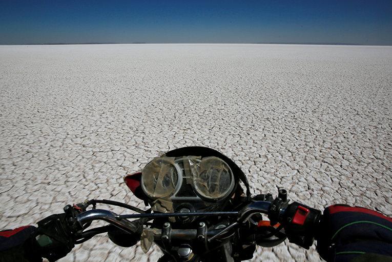 Высохшее озеро Поупо в Боливии