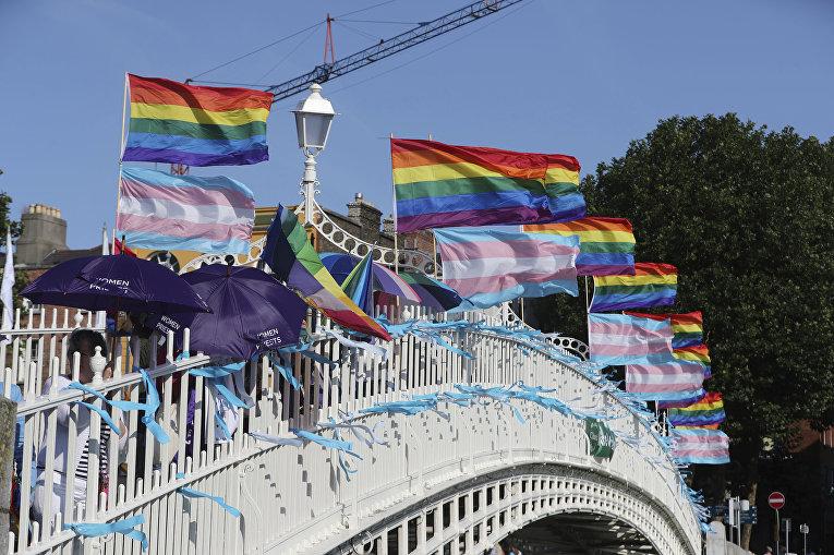 Акция протеста ЛГБТ активистов во время визита папы Римского Франциска в Дублин
