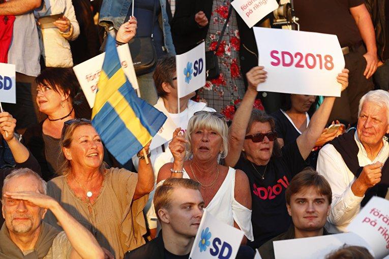 Сторонники партии демократов во время акции в  Стокгольме, Швеция