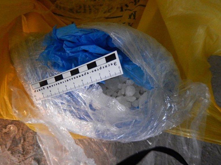 Изъятые сотрудниками транспортной полиции Урала синтетические наркотики в Екатеринбурге