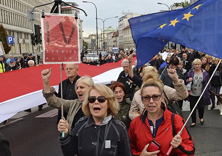 Протесты против политики правительства и президента Анджея Дуды, Варшава