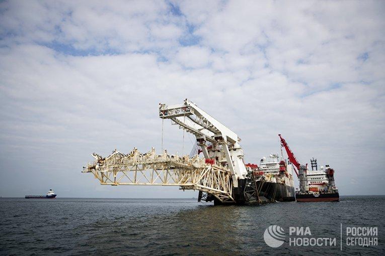 """Трубоукладочное судно Solitaire готовится к началу работ по укладке газопровода """"Северный Поток - 2"""" в Балтийском море. 6 сентября 2018"""