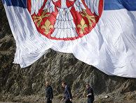 Президент Сербии Александр Вучич во время визита на плотину Газиводе в Косово